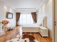 Квартиры посуточно в Одессе, ул. Дерибасовская, 1, 2600 грн./сутки